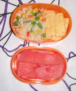 Bento de tortilla con arroz y verduras / Omelet with vegetable rice bento